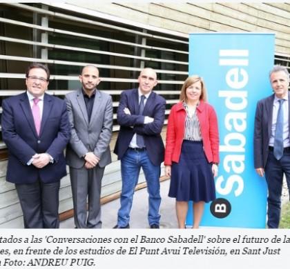 """Los invitados a las """"conversaciones con el Banco Sabadell"""" sobre el futuro de las pensiones - Foto: ANDREU PUIG"""